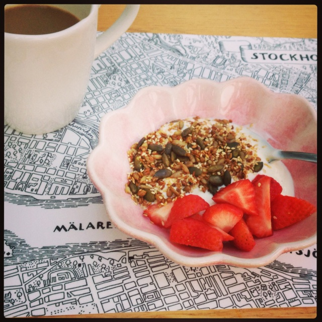 After all the yummy but not necessarily healthy food I've been indulging in over the last two weeks it was nice to start the day with a healthy breakfast of low carb muesli (recipe here), yoghurt and fresh strawberries