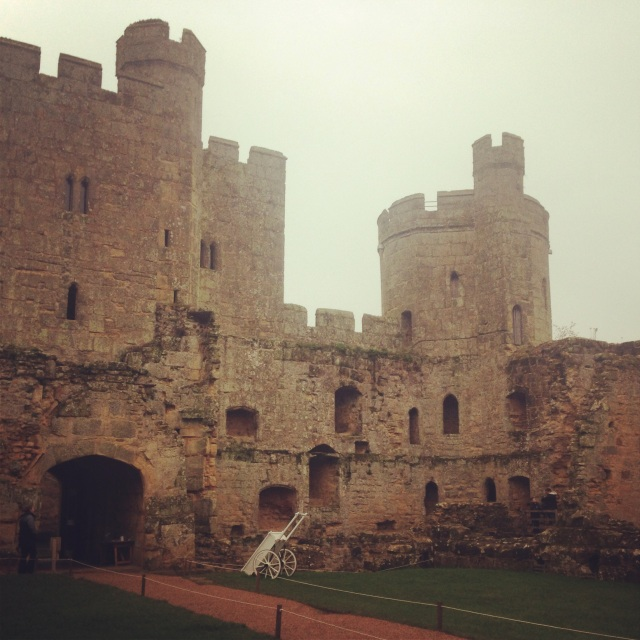 {Bodiam Castle viewed from the courtyard}